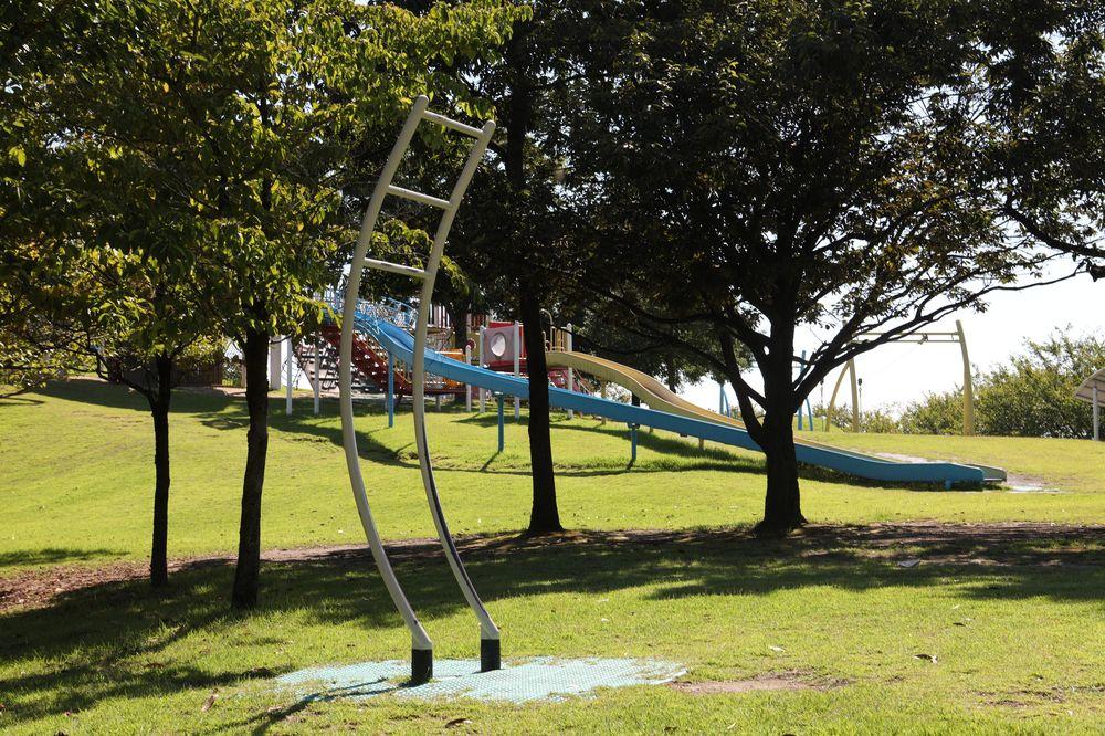 となみ公園ポータル 砺波総合運動公園(風の丘公園) ぶら下がり健康棒