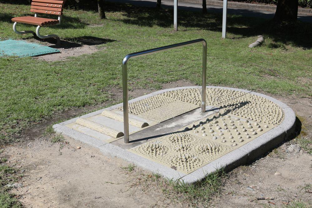 となみ公園ポータル 砺波総合運動公園(風の丘公園) 足つぼ健康遊具