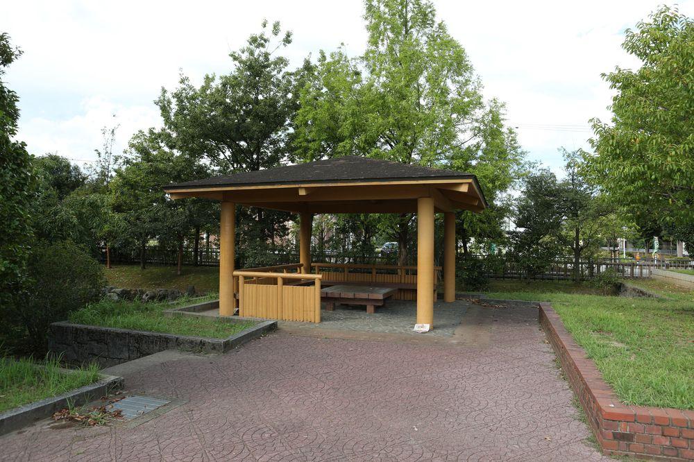 となみ公園ポータル 太郎丸ウエストパーク 休憩スペース