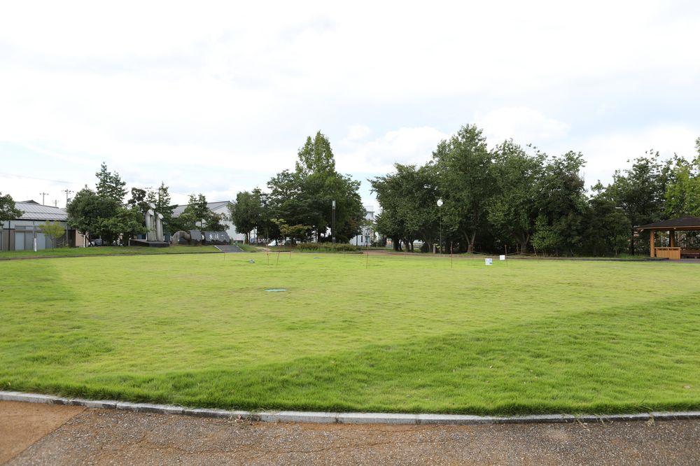 となみ公園ポータル 太郎丸ウエストパーク 芝生広場