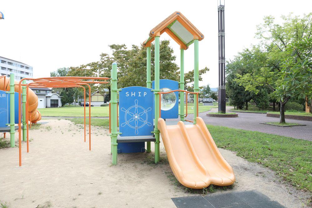 となみ公園ポータル 太郎丸ウエストパーク 複合遊具 小さい滑り台