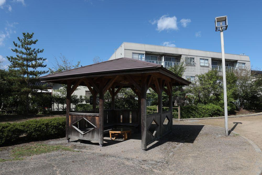 となみ公園ポータル さんの川公園 休憩スペース