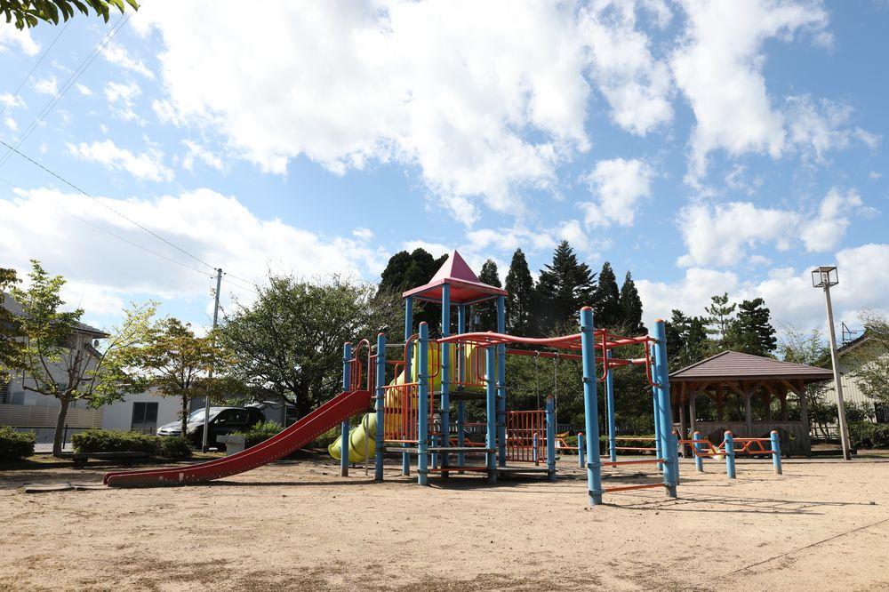 となみ公園ポータル さんの川公園 複合遊具