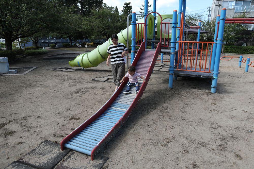 となみ公園ポータル さんの川公園 ローラー滑り台