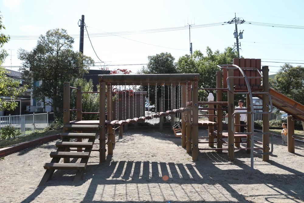 となみ公園ポータル 大辻憩いの公園 複合遊具の別角度