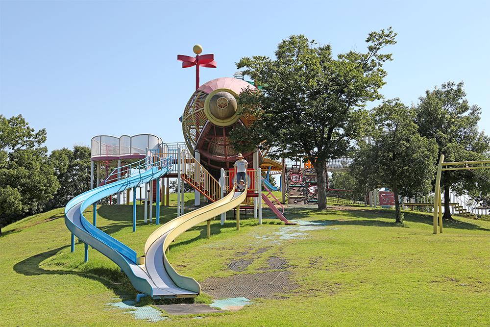 となみ公園ポータル 砺波総合運動公園(風の丘公園) 複合遊具
