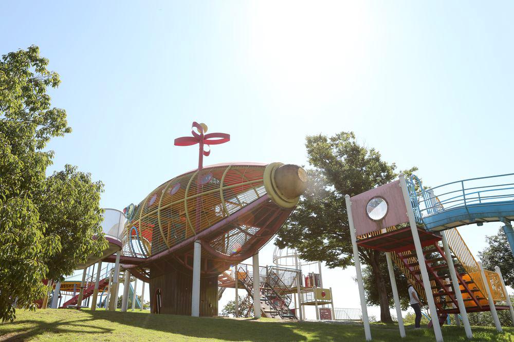となみ公園ポータル 砺波総合運動公園(風の丘公園) 複合遊具西側