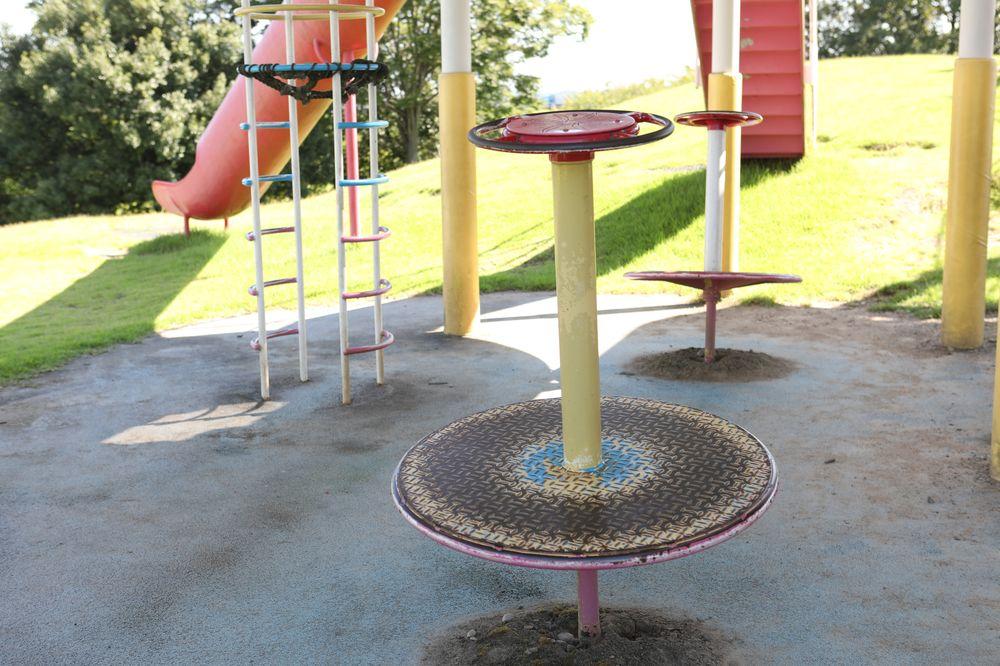 となみ公園ポータル 砺波総合運動公園(風の丘公園) 回転遊具