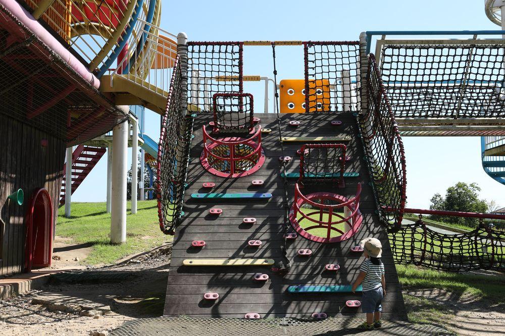 となみ公園ポータル 砺波総合運動公園(風の丘公園) アスレチック全景