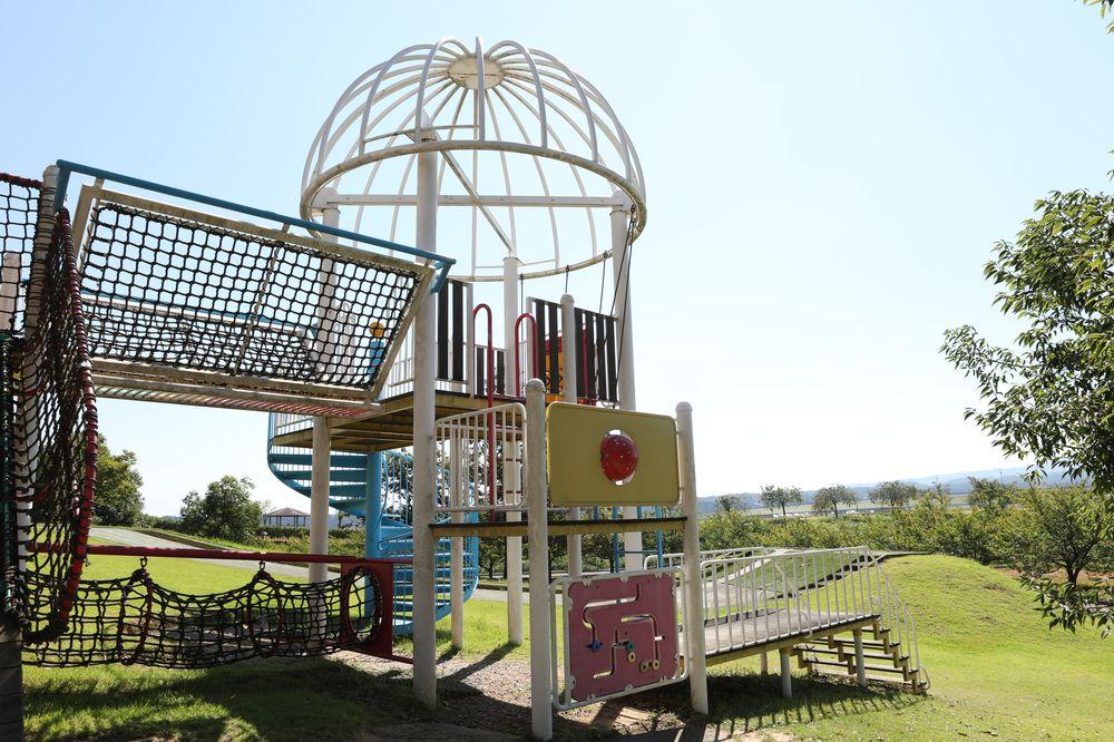 となみ公園ポータル 砺波総合運動公園(風の丘公園) 南側遊具