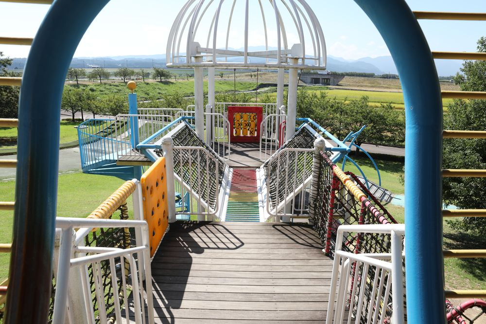 となみ公園ポータル 砺波総合運動公園(風の丘公園) 南側遊具2階