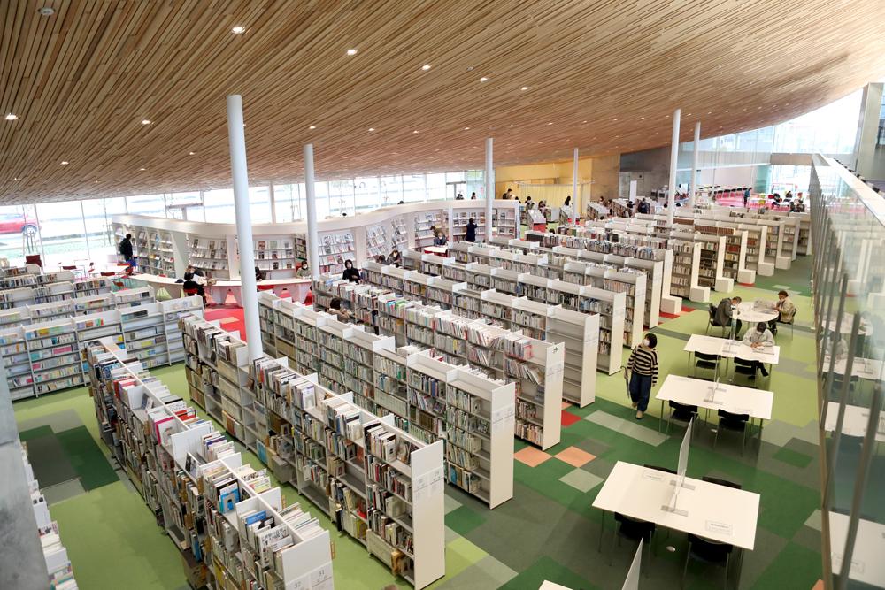 となみ公園ポータル 砺波市砺波図書館 2階から眺め