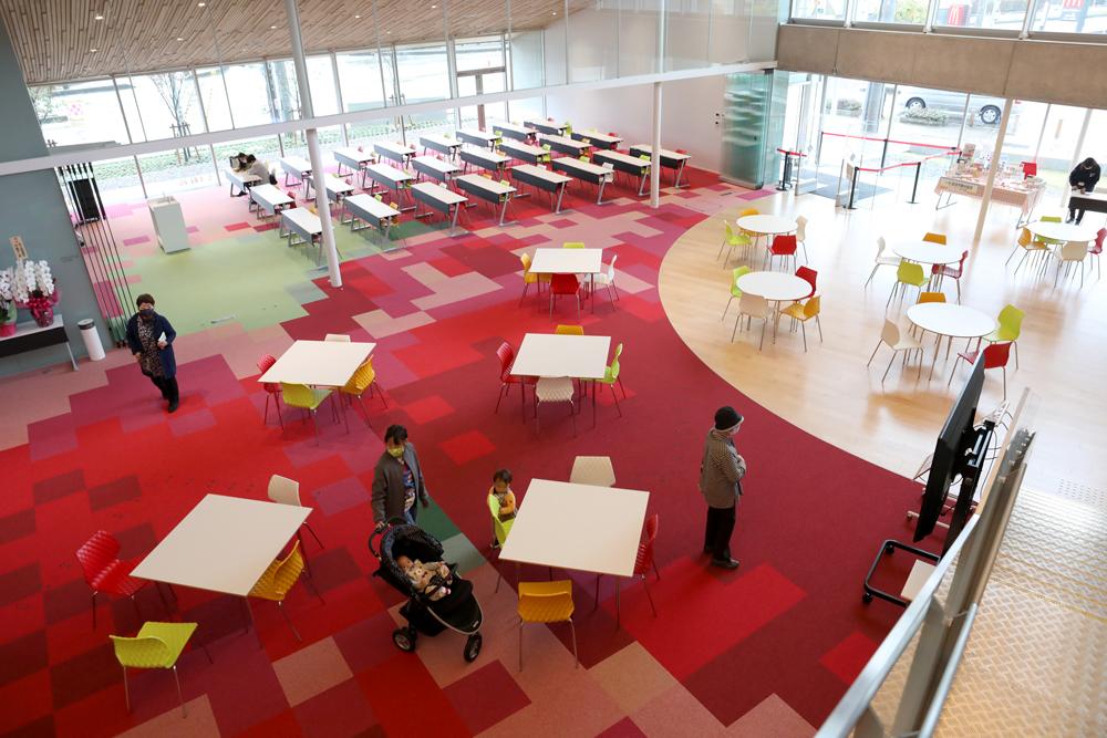 となみ公園ポータル 砺波市砺波図書館 オープンスペース 2階から